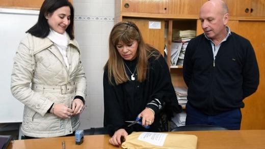 Se entregará mobiliario escolar para establecimientos de nivel inicial en los 17 departamentos