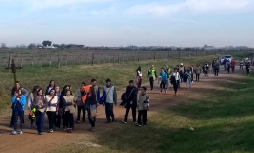 Unos 150 peregrinos unen Paraná - Nogoyá guiados por la Virgen del Carmen