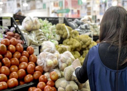 El consumo de productos masivos cayó un nueve por ciento en el último bimestre