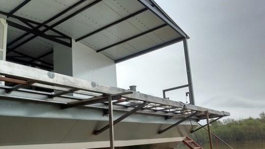 Se construye la primera aula taller móvil flotante en la provincia